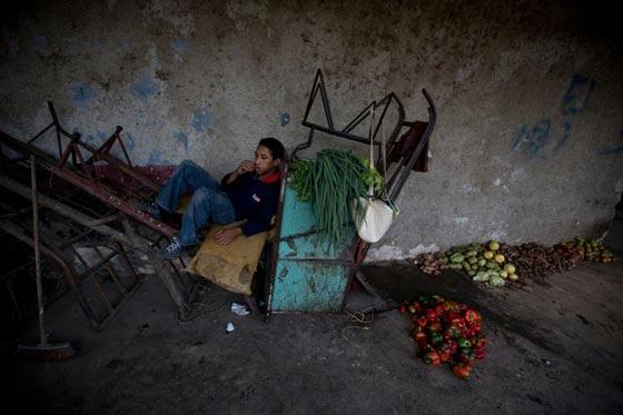 صورة رقم 7 - فنزويلا من أغنى الدول بالنفط وشعبها يأكل من القمامة