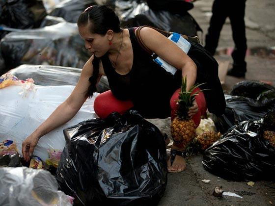 صورة رقم 10 - فنزويلا من أغنى الدول بالنفط وشعبها يأكل من القمامة