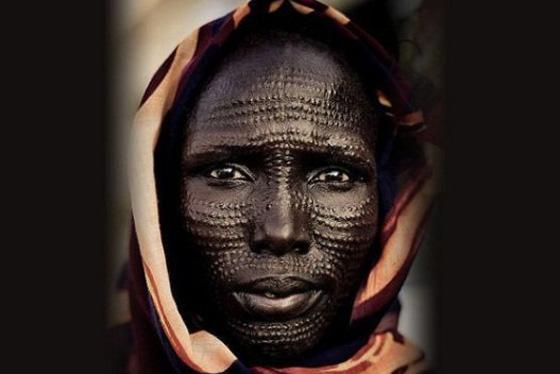 صورة رقم 4 - تمديد الشفاه وإطالة الرقبة.. اليكم أغرب 7 معايير للجمال حول العالم