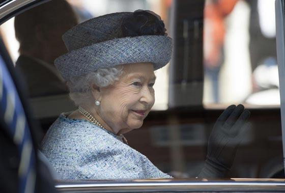 صورة رقم 4 - شيفرات ترسلها الملكة اليزابيث من حقيبتها لفريق عملها.. تعرف عليها