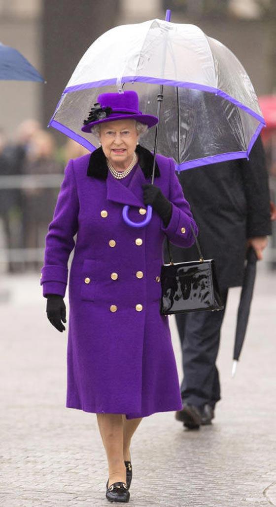 صورة رقم 3 - شيفرات ترسلها الملكة اليزابيث من حقيبتها لفريق عملها.. تعرف عليها