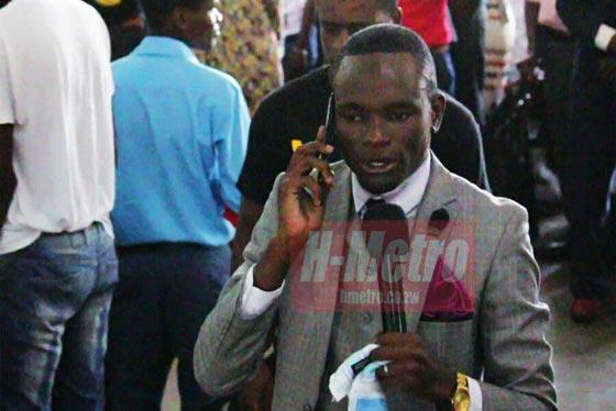 صورة رقم 3 -  فيديو رجل دين يزعم ان لديه رقم هاتف الله وهو بخط مباشر معه لخدمة الناس!