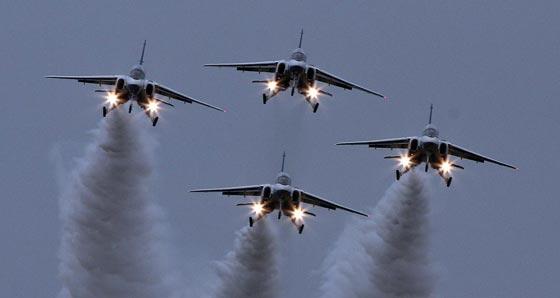 اليابان تدفع بمقاتلاتها الحربية بعد توغل صيني في مياهها الاقليمية صورة رقم 2
