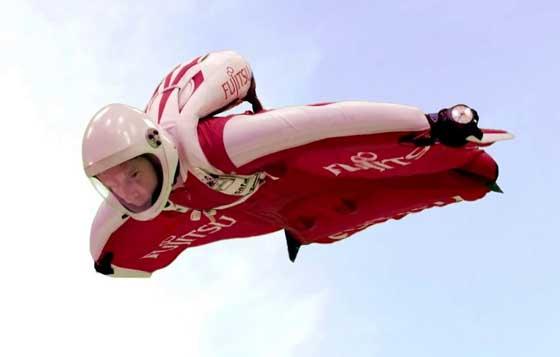 بريطاني يسعى لتحقيق رقم قياسي في الطيران بواسطة بذلة!! صورة رقم 3