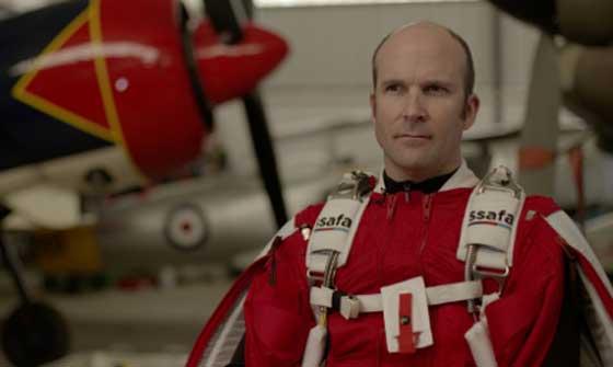 بريطاني يسعى لتحقيق رقم قياسي في الطيران بواسطة بذلة!! صورة رقم 1