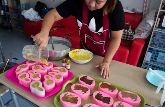 فضلات الكلاب.. الحلوى الاكثر شعبية في تايلاند! فيديو وصور صورة رقم 1
