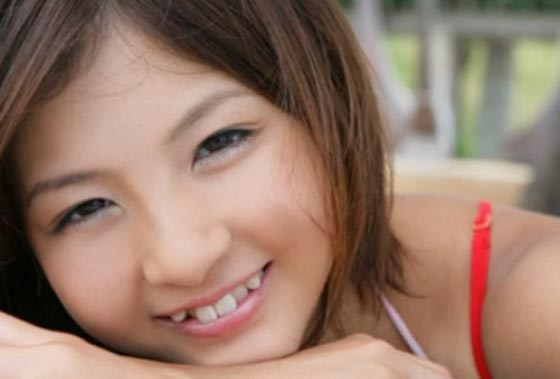 الاسنان المتفرقة والندوب ورائحة الفم.. اغرب مقاييس الجمال حول العالم صورة رقم 3