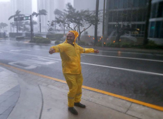 ما بين تحدي الاعصار وقياس سرعته.. امريكيون في مهب الريح! صور صورة رقم 1