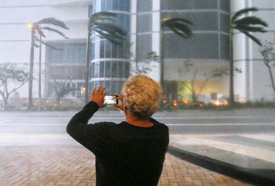ما بين تحدي الاعصار وقياس سرعته.. امريكيون في مهب الريح! صور صورة رقم 3