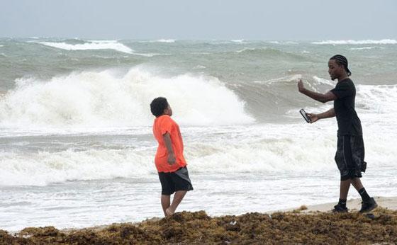 ما بين تحدي الاعصار وقياس سرعته.. امريكيون في مهب الريح! صور صورة رقم 5