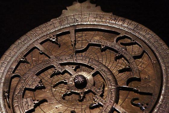 صورة رقم 6 - هل تعرف ما هو الاسطرلاب وما هي قصته واستخداماته؟ صور
