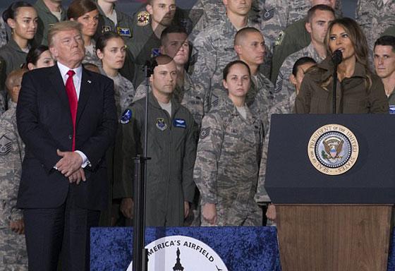 صورة رقم 1 - الرئيس الأمريكي دونالد ترامب  يهين زوجته ميلانيا على العلن.. فيديو