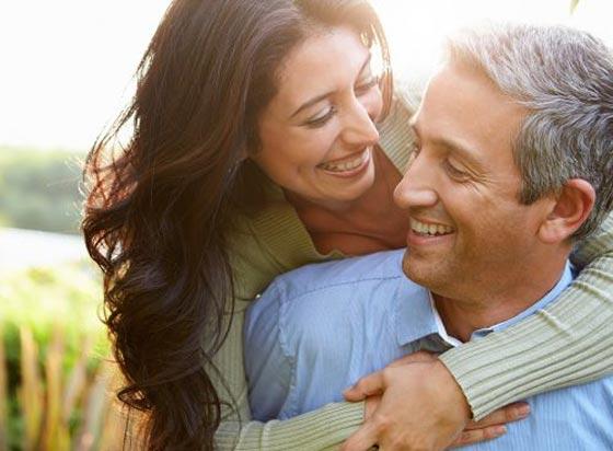 صورة رقم 1 - 10 اسرار تضمن لك الشباب وتؤخر الشيخوخة منها القهوة، الضحك والشجار!