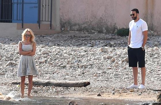 صورة رقم 7 - علاقة باميلا اندرسون وحبيبها المغربي عادل رامي تتصدر الصحف العالمية!