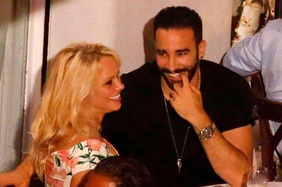 صورة رقم 1 - علاقة باميلا اندرسون وحبيبها المغربي عادل رامي تتصدر الصحف العالمية!
