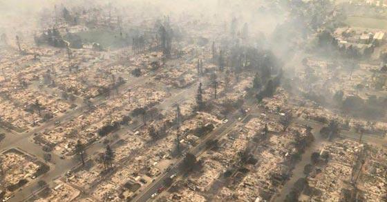 حرائق الغابات تقتل 17 شخصا وتدمر 1500 مبنى في كاليفورنيا! فيديو صورة رقم 2