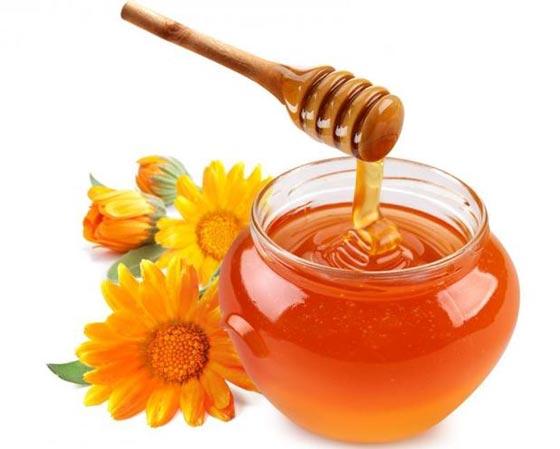 أهم العلاجات الطبيعية للعناية بالبشرة والشعر منها الموز والعسل صورة رقم 1