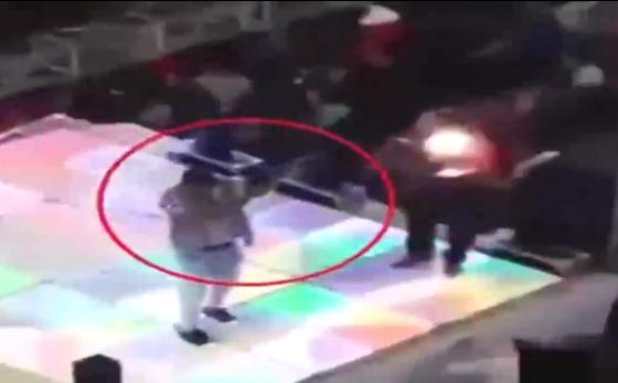 مأساة إنسانية.. مقتل طفل مصري برصاصة طائشة في حفل زفاف! فيديو صورة رقم 1