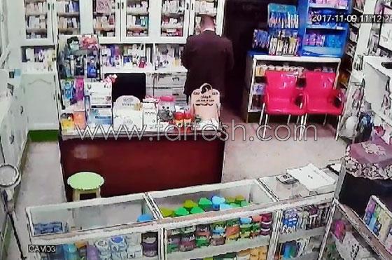 صورة رقم 1 - فيديو مرعب.. إعتداء وحشي بالسيوف على صيدلية في مصر
