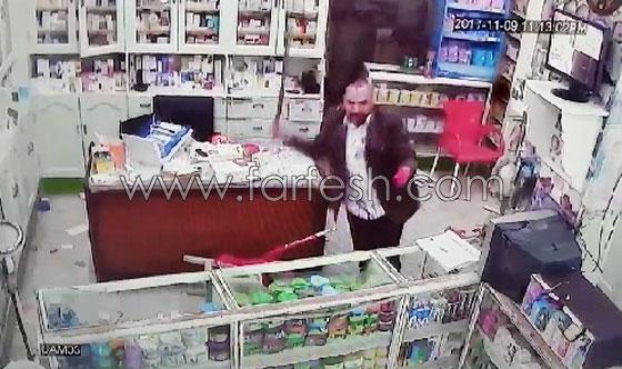 صورة رقم 11 - فيديو مرعب.. إعتداء وحشي بالسيوف على صيدلية في مصر