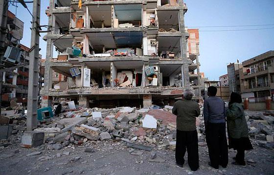 صورة رقم 17 - عشرات القتلى ومئات الجرحى اثر زلزال ضرب الحدود العراقية الإيرانية