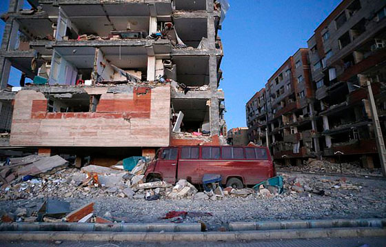 صورة رقم 18 - عشرات القتلى ومئات الجرحى اثر زلزال ضرب الحدود العراقية الإيرانية