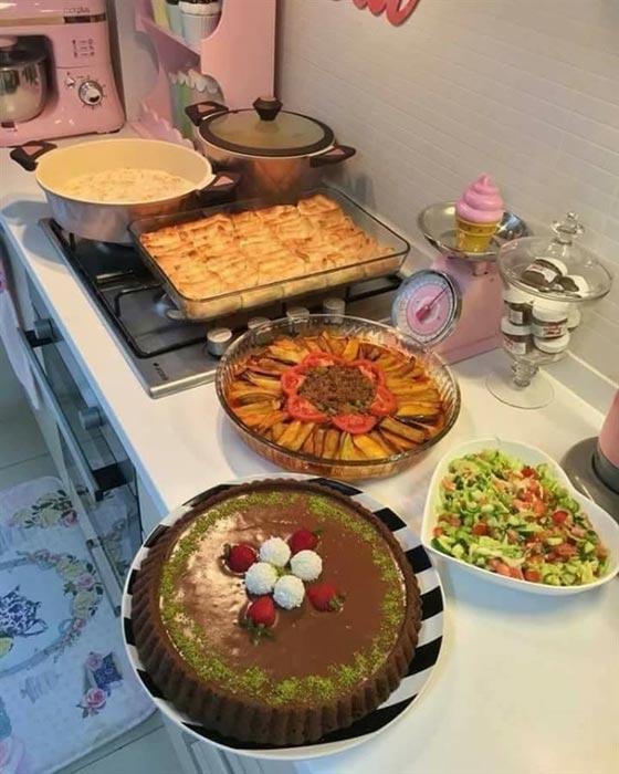 صورة رقم 2 - بالصور.. امرأة تركية تبدع في تقديم الطعام بنظام وترتيب بطريقة مذهلة