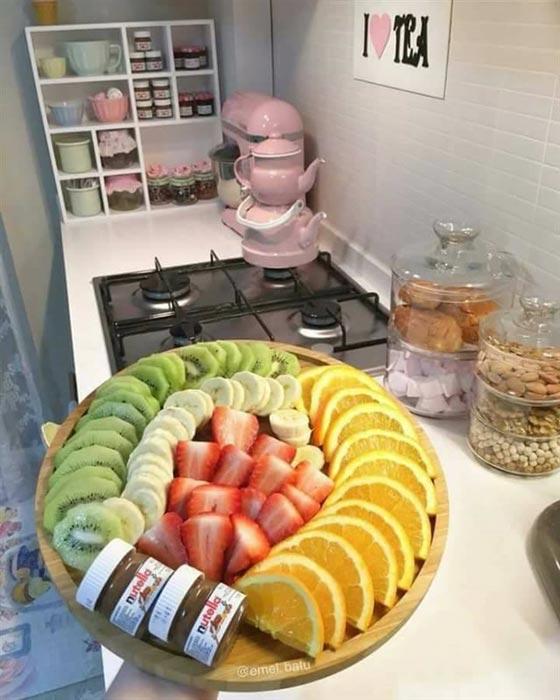 صورة رقم 10 - بالصور.. امرأة تركية تبدع في تقديم الطعام بنظام وترتيب بطريقة مذهلة
