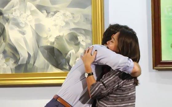 صورة رقم 1 - سيدات أعمال فلبينيات أظهرن إعجابهن بترودو وتهافتن على تقبيله! فيديو