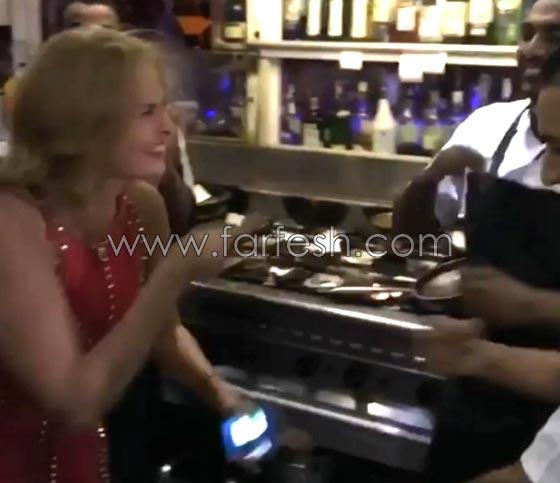 صورة رقم 2 - فيديو يسرا ترقص على أغنيتها (3 دقات) مع عمال مطعم