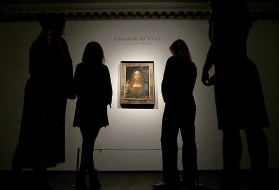 صورة رقم 8 - فيديو وصور.. لوحة المسيح لدافينشي تحطم سعراً قياساً كأغلى لوحة يتم بيعها بمزاد