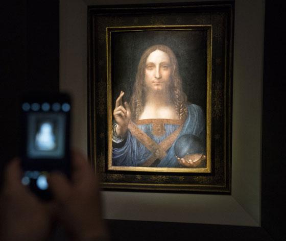صورة رقم 3 - فيديو وصور.. لوحة المسيح لدافينشي تحطم سعراً قياساً كأغلى لوحة يتم بيعها بمزاد