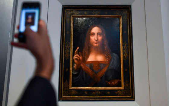 صورة رقم 9 - فيديو وصور.. لوحة المسيح لدافينشي تحطم سعراً قياساً كأغلى لوحة يتم بيعها بمزاد