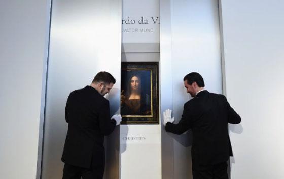 صورة رقم 10 - فيديو وصور.. لوحة المسيح لدافينشي تحطم سعراً قياساً كأغلى لوحة يتم بيعها بمزاد