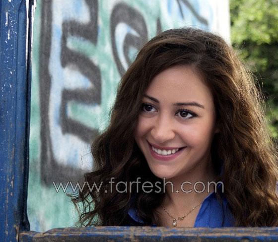 صورة رقم 7 - صورة الفنانة منة شلبي باحضان مخرج شاب! ما علاقتها بفيديو شيرين؟