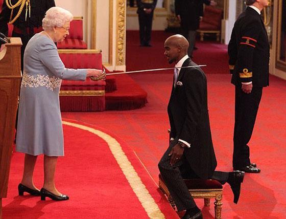 صورة رقم 2 - ملكة بريطانيا تكرم العداء الصومالي محمد فرح وتمنحه لقب