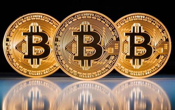 صورة رقم 1 - العملة الألكترونية بيتكوين تخترق مستوى 14 ألف دولار