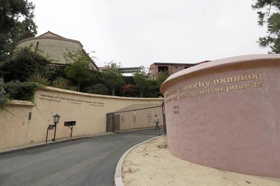 10 ملايين دولار تعويض لكاتي بيري وكنيسة كاثوليكية في قضية شراء دير راهبات صورة رقم 6