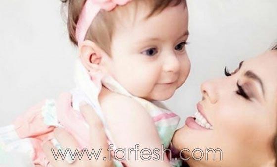 هل هذه الطفلة الشقراء ذات العينين الزرقاوين هي ابنة مريم حسين؟ صورة رقم 2