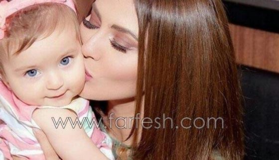 هل هذه الطفلة الشقراء ذات العينين الزرقاوين هي ابنة مريم حسين؟ صورة رقم 1