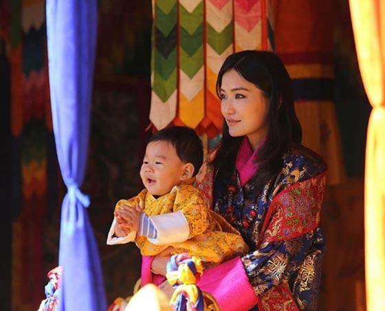 صورة رقم 3 - تعرفوا على أصغر ملكة في العالم.. صور