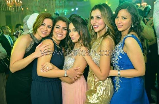 صورة رقم 6 - لقطات مثيرة من زفاف (توتا): رقص  شيماء، كشرة اسراء وقميص الهضبة!