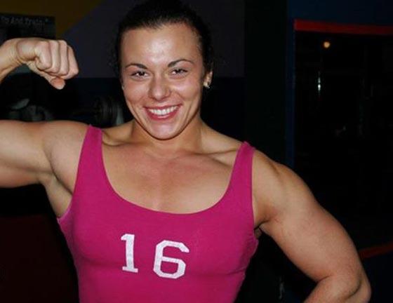صورة رقم 8 - اقوى 10 نساء في العالم! عضلات بارزة فأين الانوثة؟