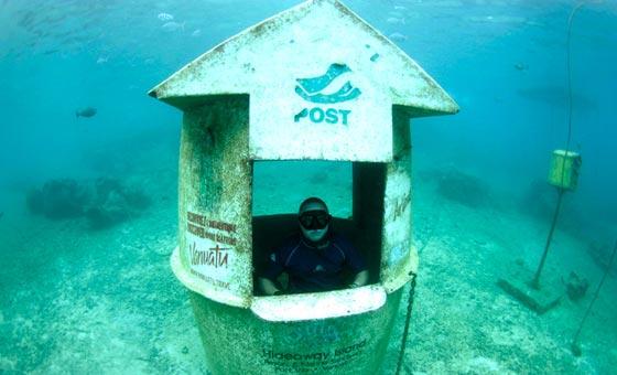 صورة رقم 4 - بالفيديو والصور.. أغرب مكتب بريد في اعماق البحار