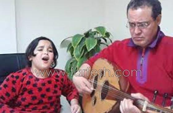 صورة رقم 2 - هل يسعى والد أشرقت أحمد طفلة (ذا فويس) للشهرة على حساب ابنته؟