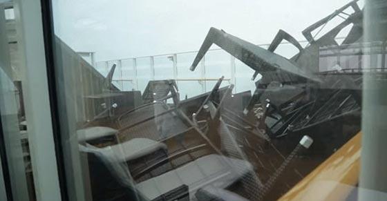 فيديو مرعب.. سفينة تعرضت لعاصفة قوية والركاب مذعورون صورة رقم 6