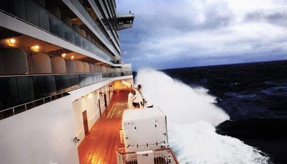 فيديو مرعب.. سفينة تعرضت لعاصفة قوية والركاب مذعورون صورة رقم 2