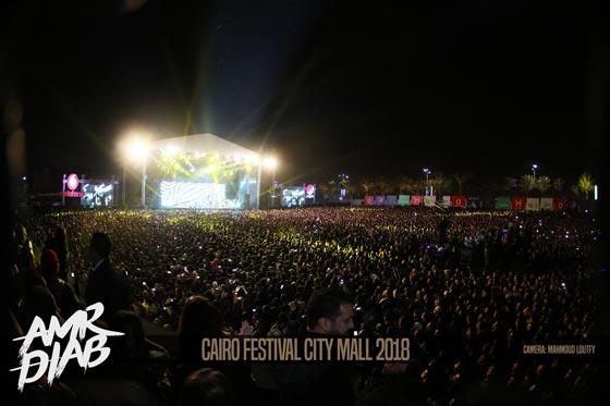 صورة رقم 4 - فيديو وصور: عمرو دياب يشعل المسرح  في حفله الغنائي في القاهرة