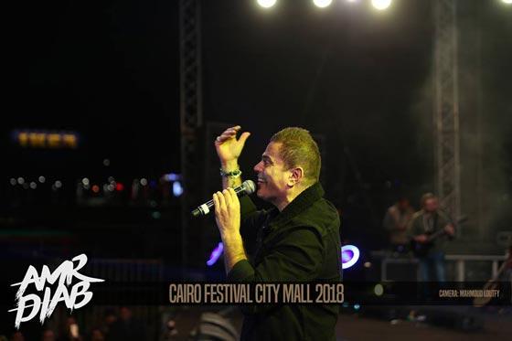 صورة رقم 8 - فيديو وصور: عمرو دياب يشعل المسرح  في حفله الغنائي في القاهرة
