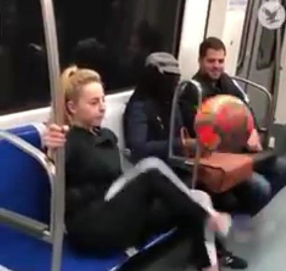 صورة رقم 2 - فيديو مذهل: فتاة تستعرض مهاراتها في لعب كرة القدم وهي جالسة!